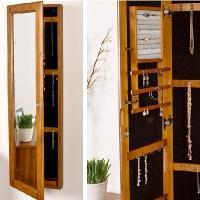 Spegel med smyckesförvaring