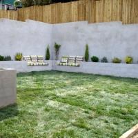 Insynsskydd med plantering och sittplats