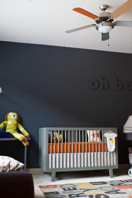 kids-room-black-wall